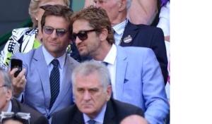 best-celebrity-bromances-bradley-cooper-gerard-butler-selfie-1a