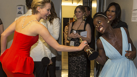 cos-jlaw-oscar-moments-002