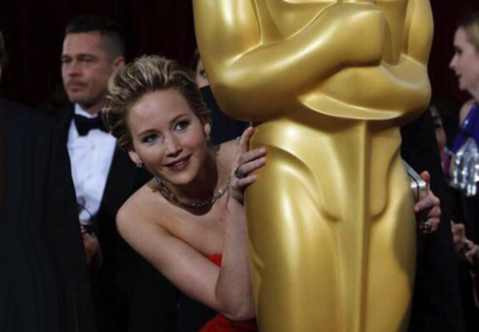 cos-jlaw-oscar-moments-004