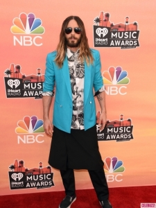 iheartradio-awards-2014-red-carpet-arrivals-show-photos-16-435x580