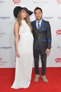 Meagan-Camper-showed-off-her-baby-bump-when-she-Pete-Wentz-walked