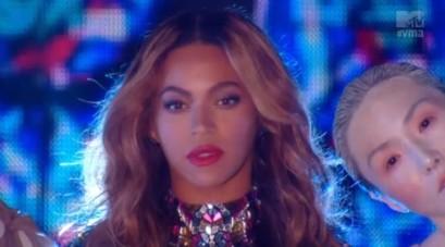 Beyonce-2014-VMAs-490x272