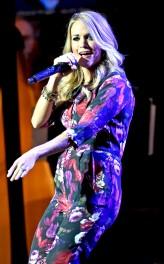 rs_634x1024-140907113203-634.Carrie-Underwood-Baby-Bump-Jumpsuit.jl.090714