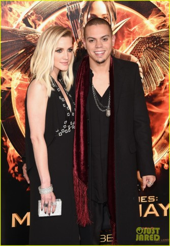 jessica-ashlee-simpson-hunger-games-premiere-08