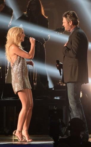 rs_634x1024-141105191654-634-ashley-monroe-blake-shelton-cma-performance.jw.110514