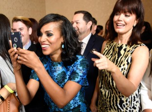 rs_1024x759-150805092402-1024.Kerry-Washington-Bellamy-Young-Selfie-TCA.jl.080515