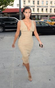 Kim-Kardashian-Blonde-Hair-June-2014-Pictures